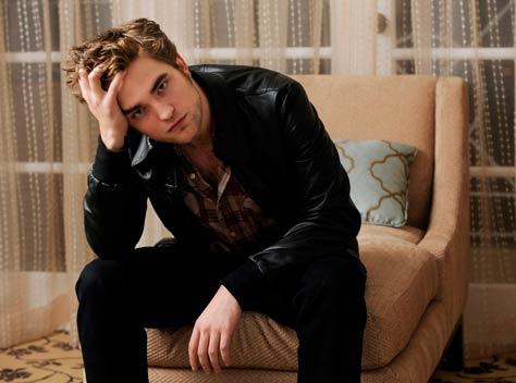 Robert Pattinson se baña en ropa interior con Kristen  - imagenes de robert pattinson en ropa interior