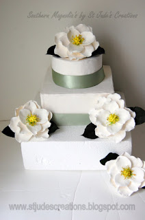 magnolia southern wedding cake