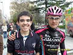 Con un ciclista del Camargo