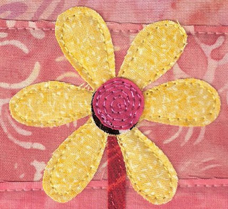 daisy doodle quilted wall hanging