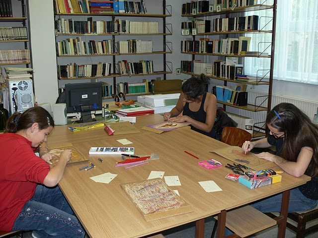Alkotóműhely a könyvtárban