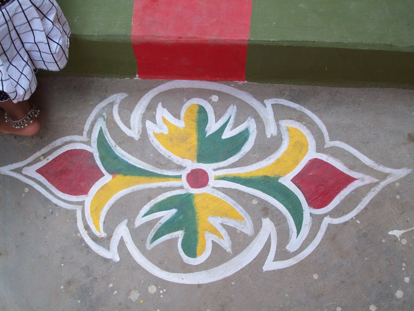 side designs for rangoli.