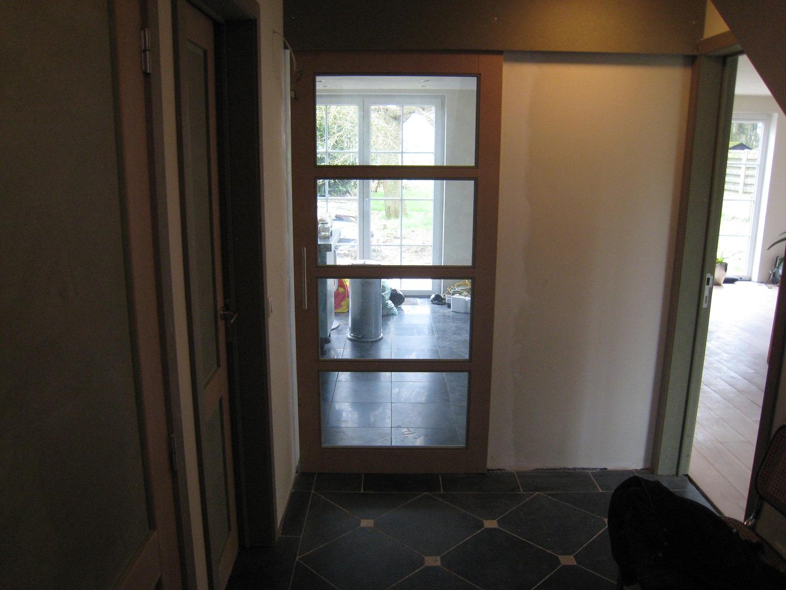 Huize Stapel: Keuken en woonkamer deur met glas