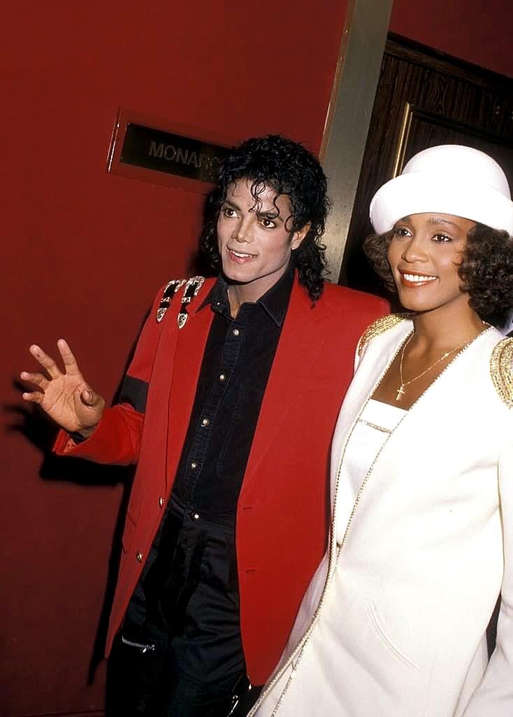 Michael Jackson  amp  Whitney HoustonWhitney Houston And Michael Jackson Kissing