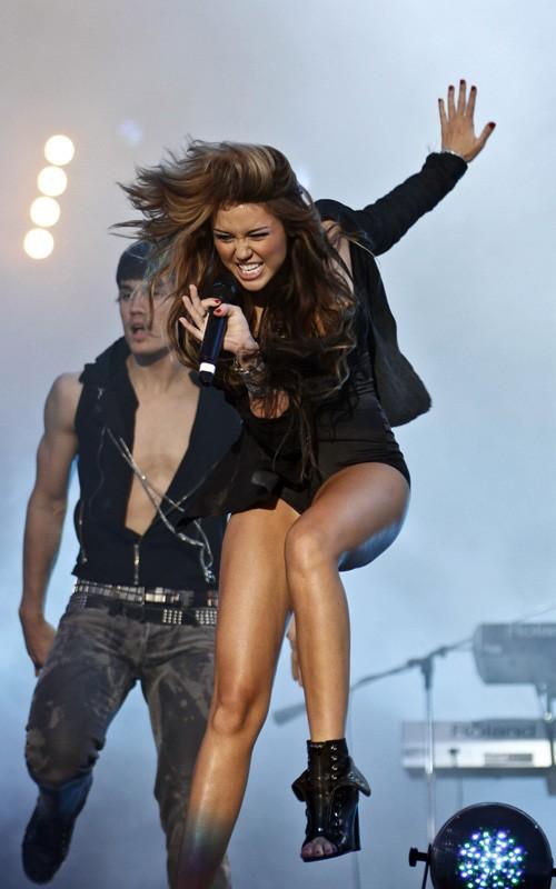Miley cyrus madrid 2010 concert clip 2