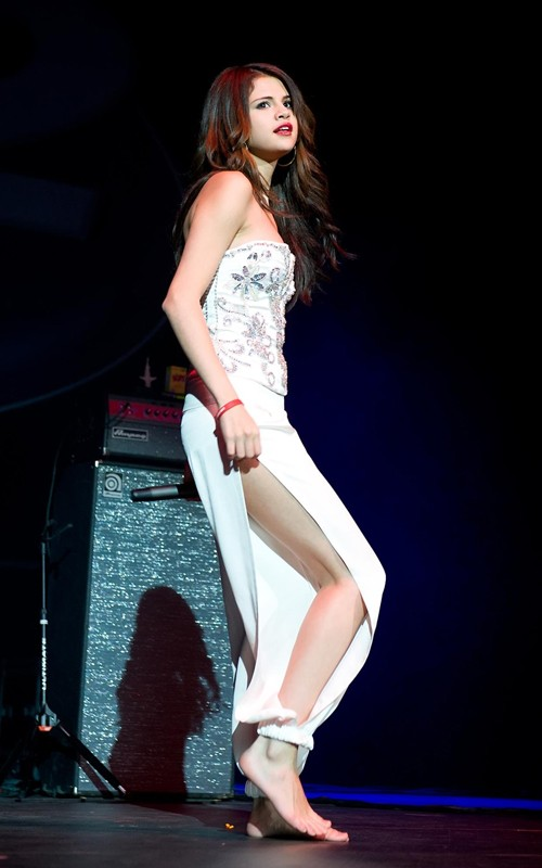 Justin Bieber and Selena Gomez hit up the 2010 Q102 Jingle Ball last night
