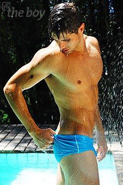Swimpixx - free pics of men in swimmwer: speedos, aussiebum, sungas and nike suits. Brazilian homens nos sungas abraco sunga. Free photos of speedo men, hot gay men in speedos and aussiebum. Swimpixx blog for sexy speedos