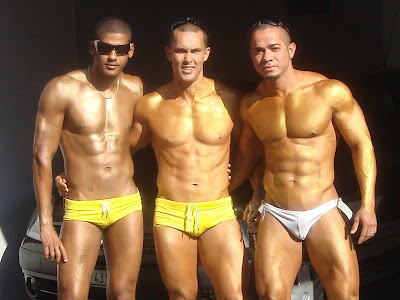 Swimpixx - free pics of men in swimmwer: speedos, aussiebum, sungas and nike suits. Brazilian homens nos sungas abraco sunga. Free photos of speedo men, hot gay men in speedos and aussiebum. Swimpixx blog for sexy speedos