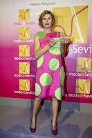 MODA DE SEVILLA  entrega a la diseñadora el premio 'Dedicacion a la Moda 2010'