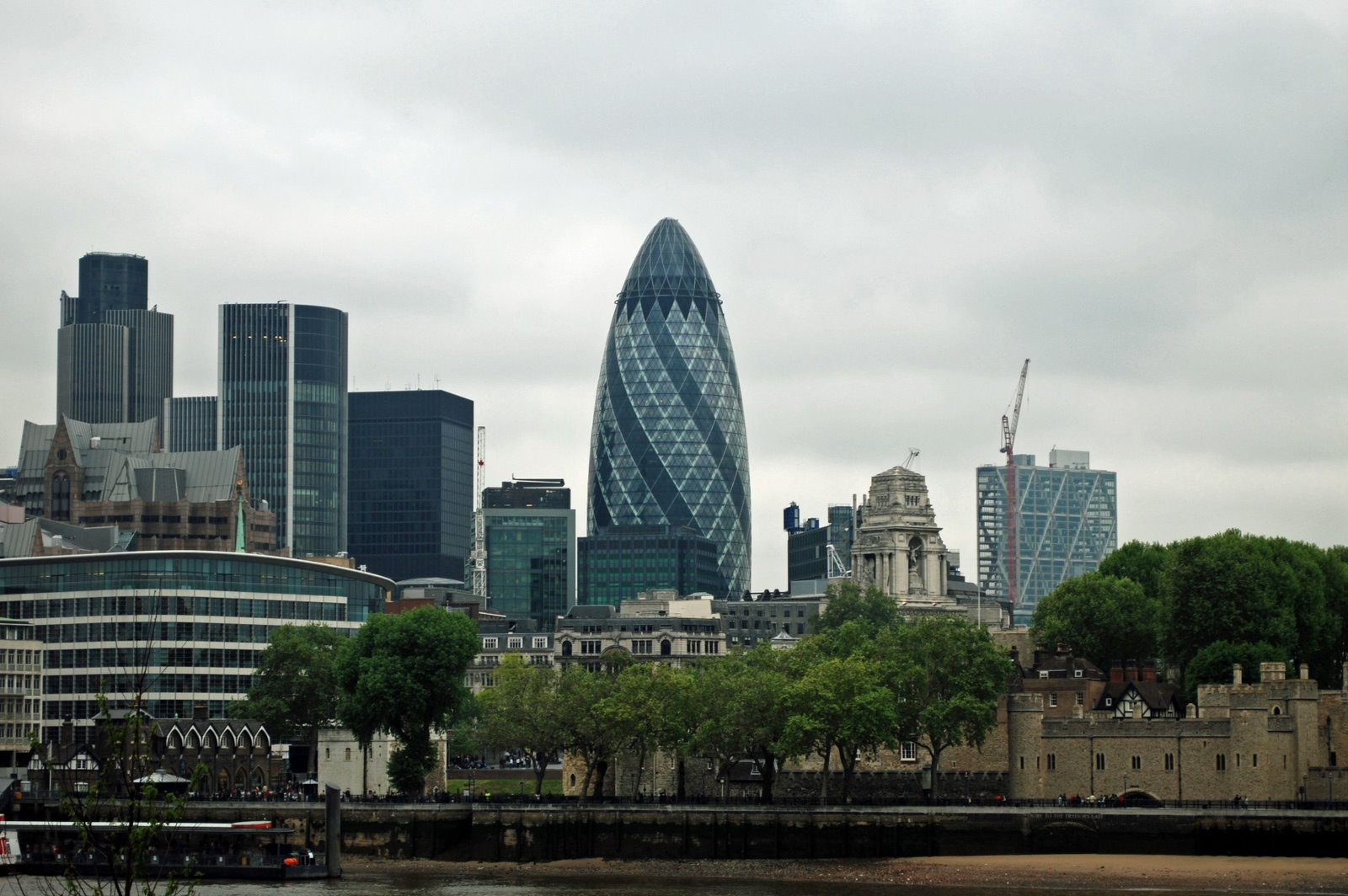 gherkin, egg shaped building in london