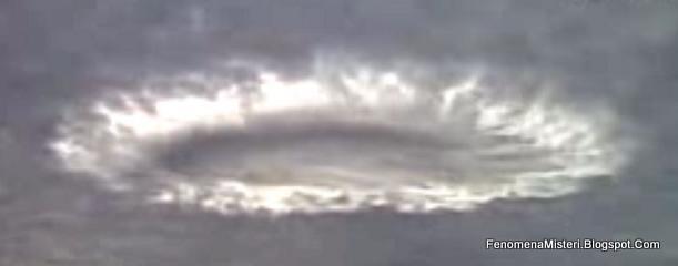 Yang Dianggap Penampakan UFO ini Sebetulnya adalah Awan Alur Runtuh