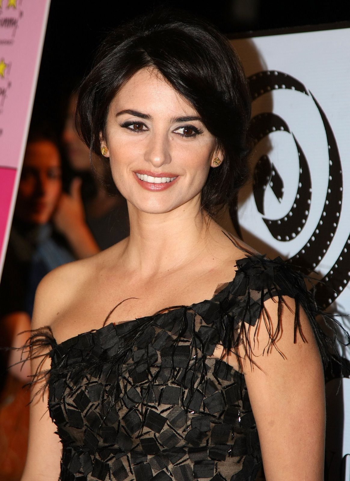 Fashionable Celebrity Hairstyle Penelope Cruz 38