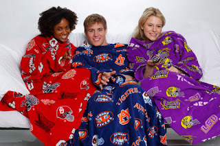 snuggie couple