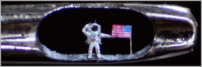 astronauta Microesculturas en el ojo de una aguja