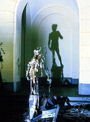 david Arte con las sombras de basura