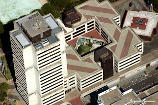 Bordeaux vue du ciel, l'immeuble de la Communauté Urbaine