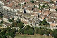 vue aérienne de la cathédrale de Bazas