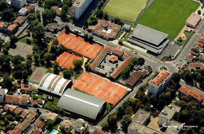 Photo aerienne du prestigieux club de tennis Villa Primrose à Bordeaux Cauderan