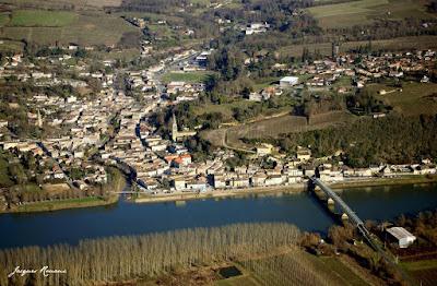 Vue aérienne de la commune de Langoiran