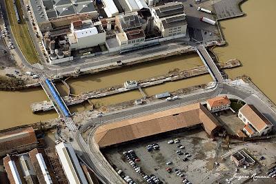 Vue aerienne des ponts tournants des Bassins à flots de Bordeaux
