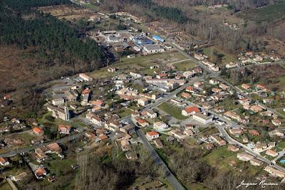 Vue aérienne de la commune de Cabanac et Villagrain