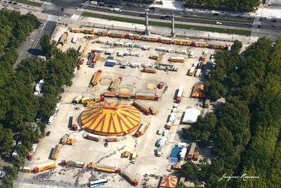 Vue aérienne du Cirque Pinder sur la Place des Quinconces à Bordeaux