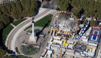 Photo aérienne Fontaine des Girondins Place des Quinconces à Bordeaux pendant la Foire aux Plaisirs