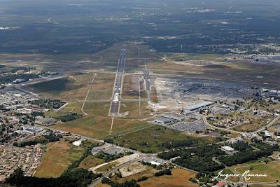 Photo aérienne des pistes de l'aéroport de Bordeaux Mérignac