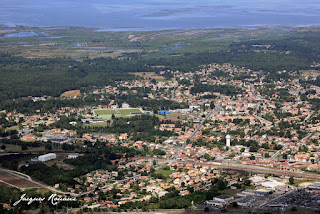 vue aérienne de la commune de Biganos en Gironde