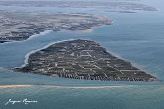 Vue aérienne des Parcs à Huitres au sud de l'île aux oiseaux