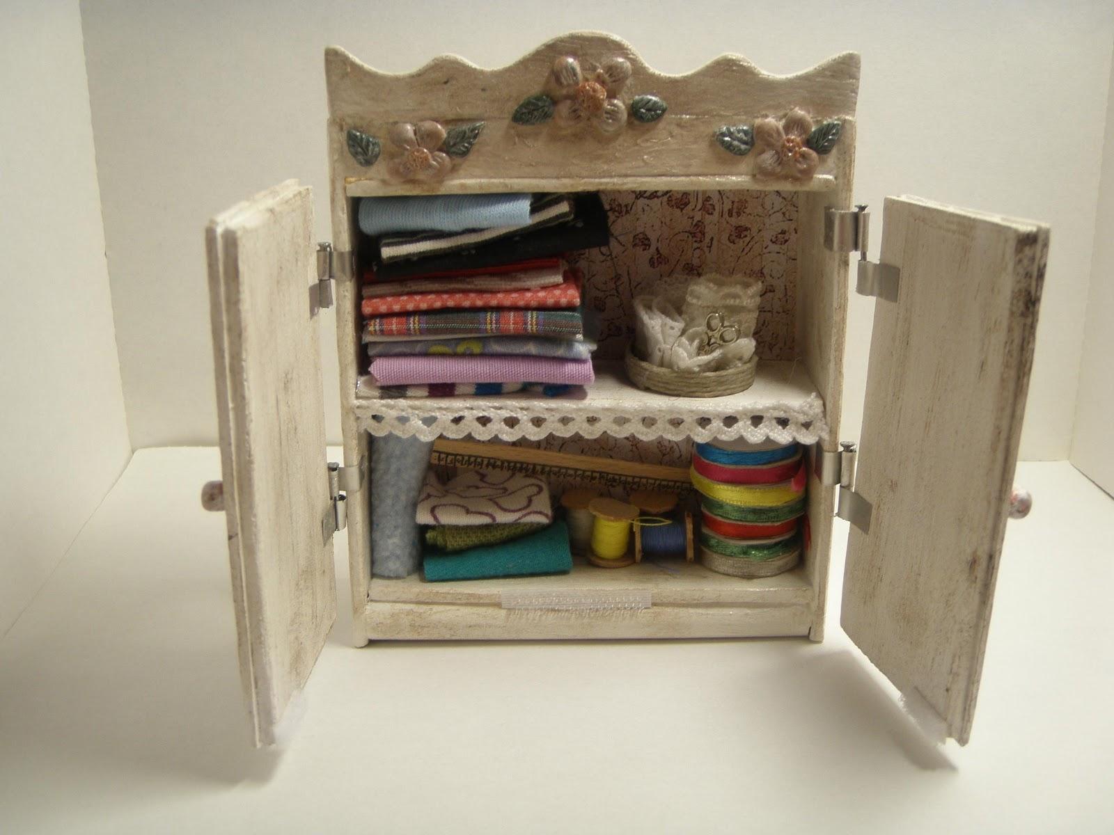 Mis manualidades y miniaturas un mueble para el cuarto de for Mueble organizador de costura