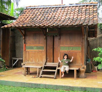 toko barang antik dijual rumah tua dari kayu jati