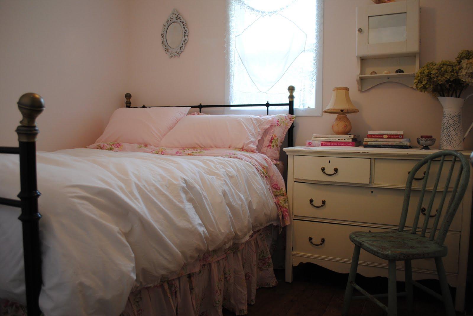 http://3.bp.blogspot.com/_4kErUg2g8lo/S__P4ERpCwI/AAAAAAAACkE/b5rpLIApENU/s1600/bedroom+040.JPG