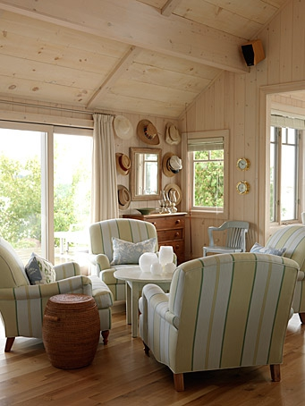 Razmataz sarah richardson 39 s cottage living room and a - 4 chairs in living room instead of sofa ...