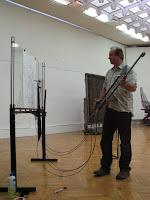 Gitara elektryczna do rysowania na papierze - mobile Adama Garnka