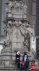 Przy pomniku Jana Nepomucena