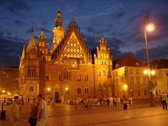 Wrocław ożywa nocą...