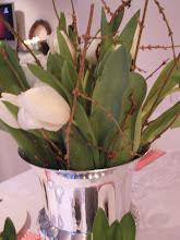 Hvite tulipaner & greiner fra hagen!