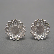 Snow daisy earrings