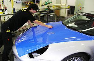 เปลี่ยนสีรถยนต์ ง่ายภายในพริบตา ติดสติ๊กเกอร์แทนพ่นสี