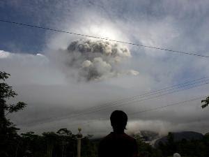 gunung merapi meletus-hujan abu-debu vulkanik