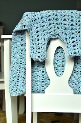 How To Double Crochet  {crochet stitches}