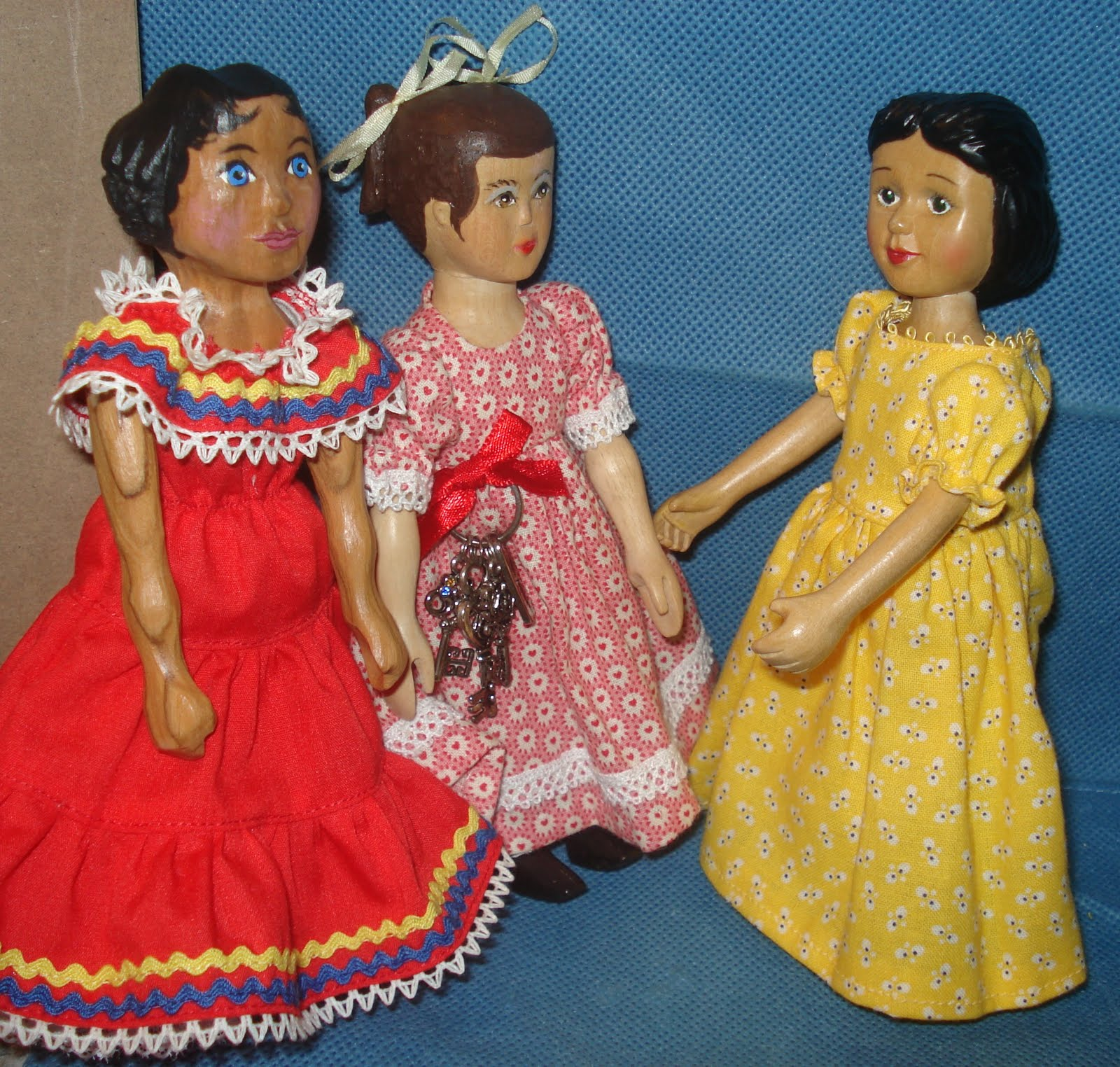 State Hitty doll family.