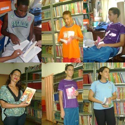 Alunos do 9º ano expõem sobre suas leituras na biblioteca da escola
