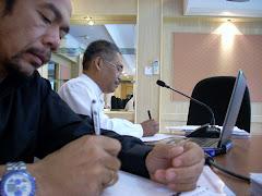 Jaffary dan Pg Hj Mohd Salleh di Pejabat Daerah Brunei Muara