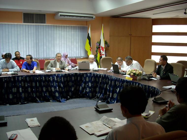 Pengerusi KOKAMI bersama Penghulu-Penghulu & Ketua-Ketua Kampong Daerah Belait