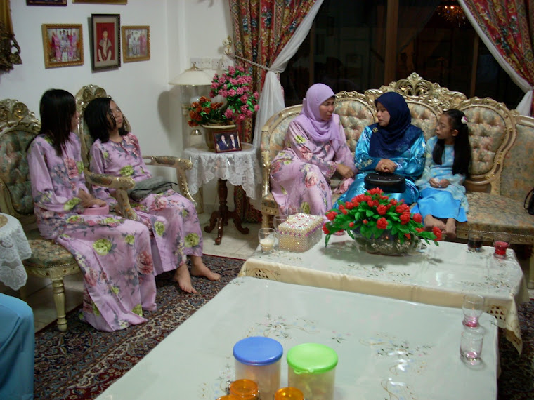 Lina Beraya Di Delima Satu Bersama Penduduk-Penduduk Kampung Katok 'A'