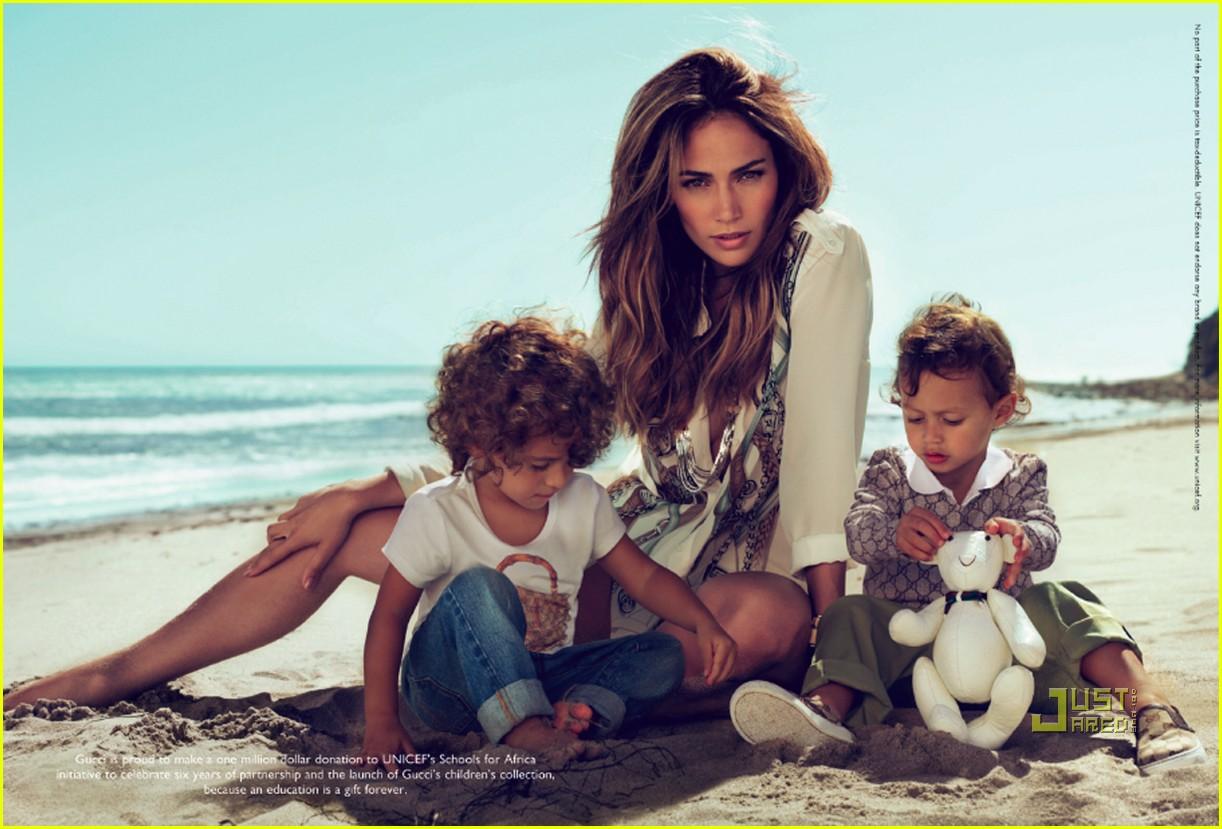 http://3.bp.blogspot.com/_4v9JfzRoKB0/TMGhosKtBFI/AAAAAAAAAu4/KmLR0D16kh8/s1600/jennifer-lopez-twins-gucci-ads-02.jpg
