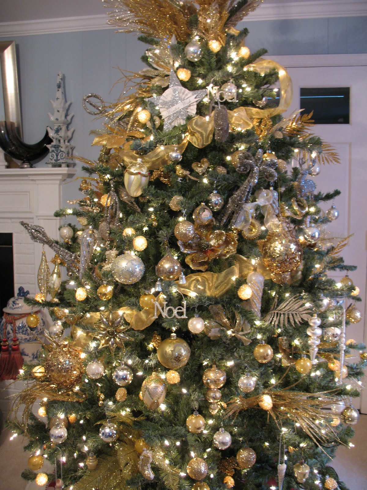 silver and gold christmas tree decoration ideas gold and silver christmas tree decorating ideascolorful christmas christmas tree with gold silver - Gold Christmas Tree Decorating Ideas