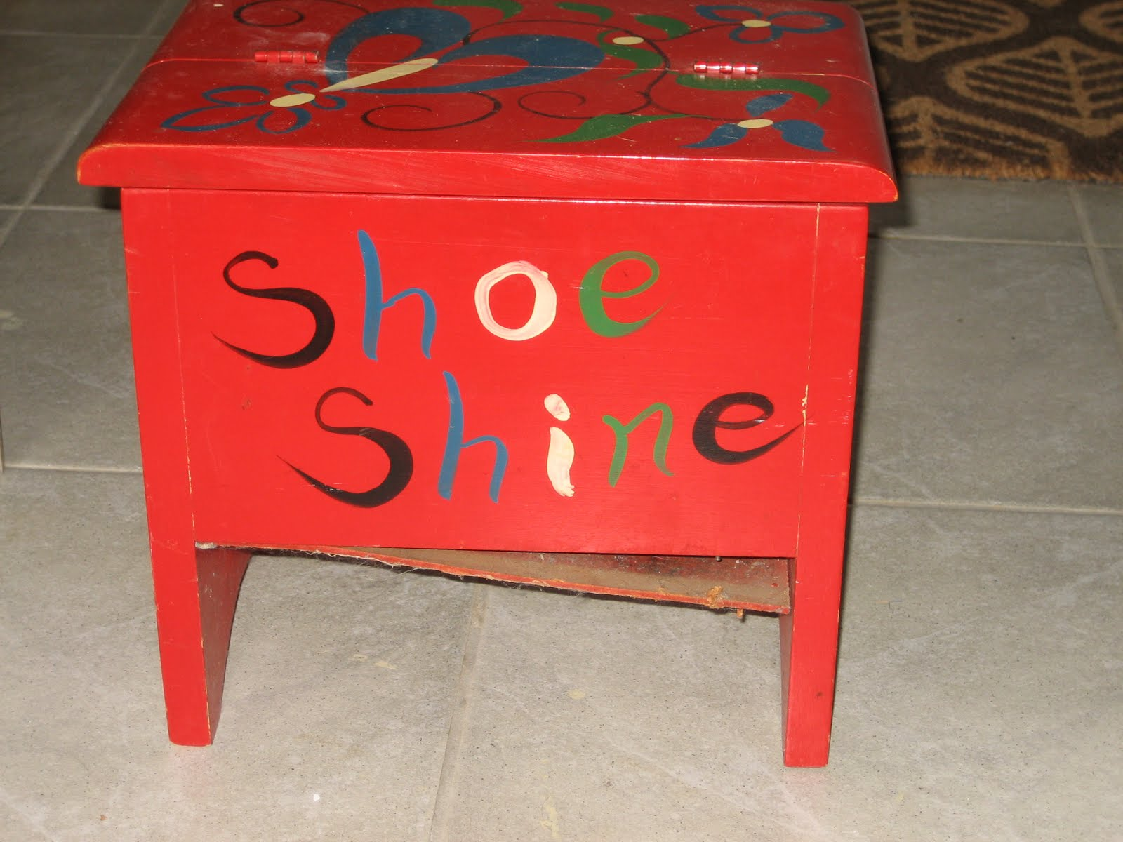 Vonlipi's Favorites: VTT: Vintage Shoe Shine Box